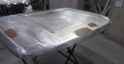 塗装の剥離と凹みの修理