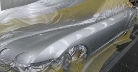 塗装作業。