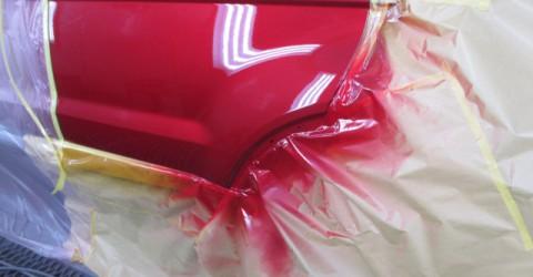 マスキング作業を施し、塗装作業にはいります。