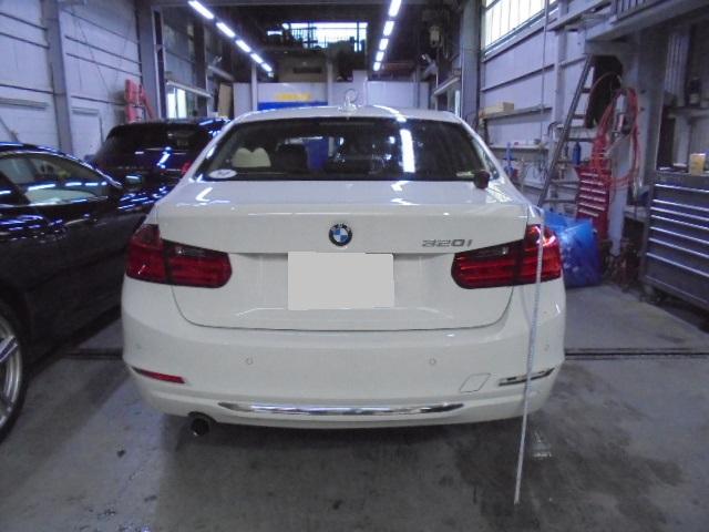 【世田谷区】BMW 320i リアバンパー交換