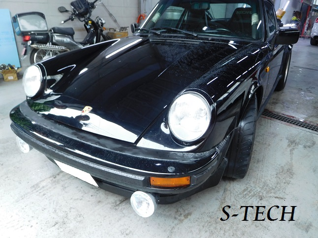 【練馬区】ポルシェ 911 930 右フロントフェンダー 傷凹み 板金塗装