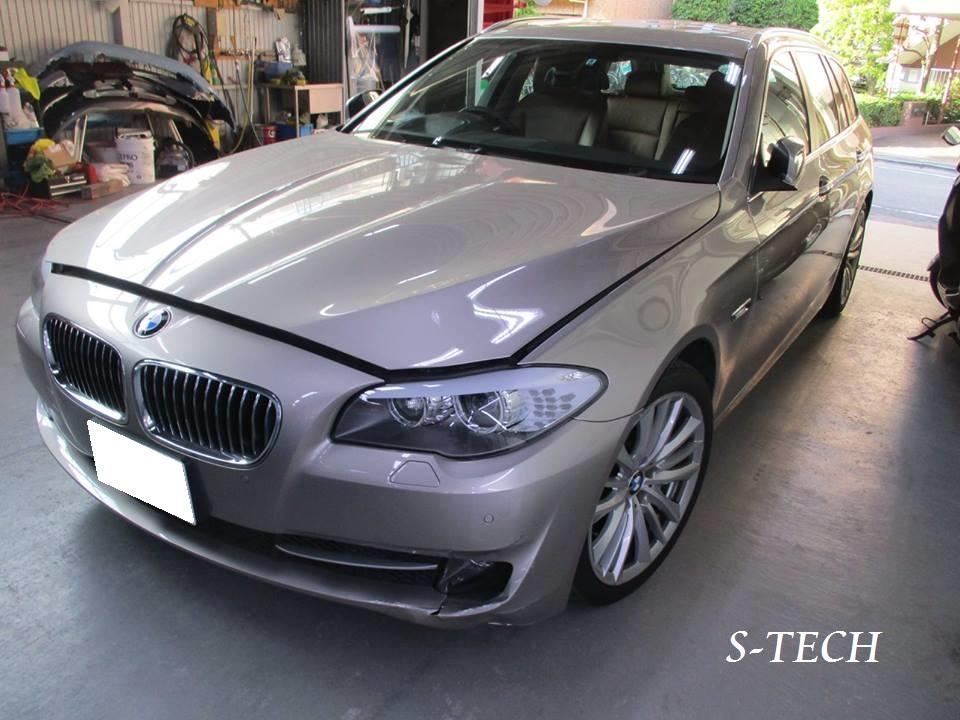【品川区】BMW 523d F11 フロントバンパー・フロントフォグランプ キズ凹み割れ パーツ交換 修理塗装