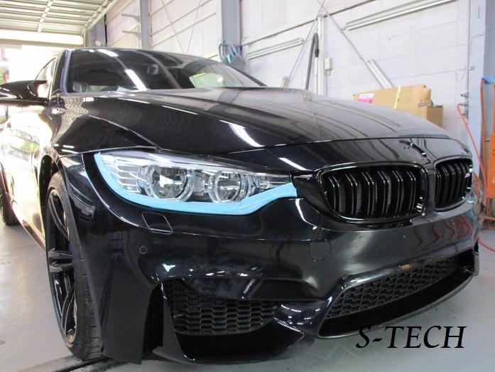 【調布市】BMW M4 F8X フロントバンパー キズ変形 パーツ交換 塗装修理